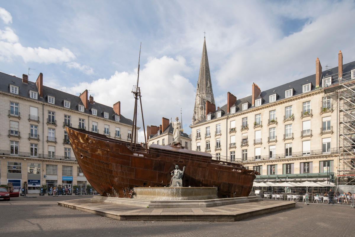 Voyage à Nantes - boat in a fountain